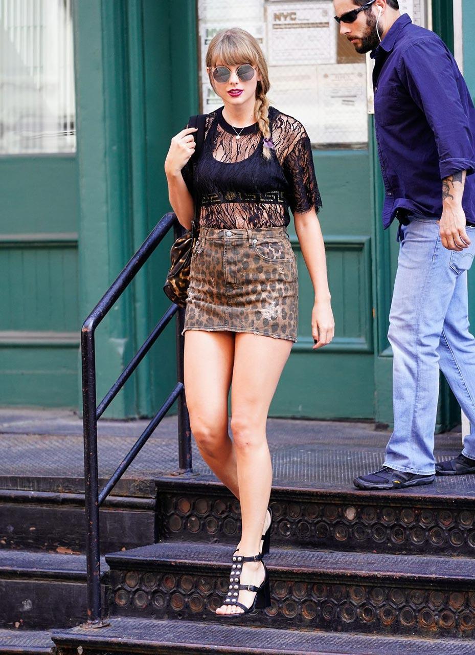 Oops Singer Taylor Swift Upskirt In New York Scandal