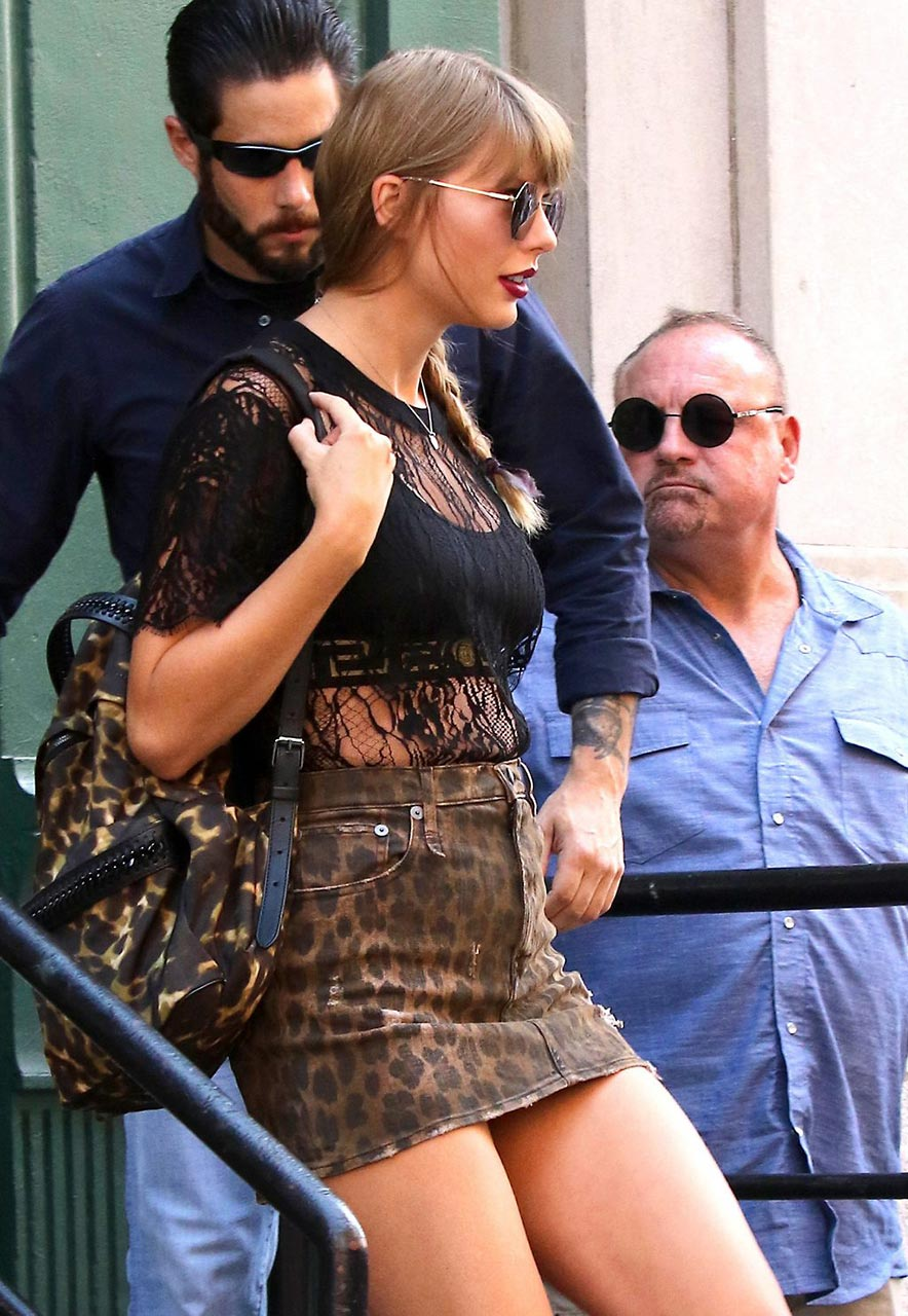 Oops Singer Taylor Swift Upskirt In New York Scandal Planet