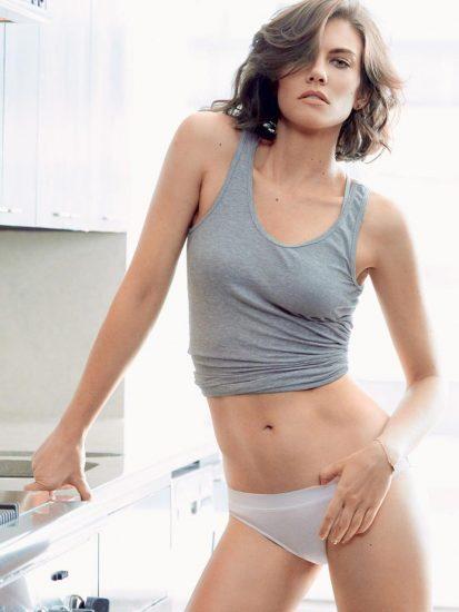 Sexy Lauren Cohan posing