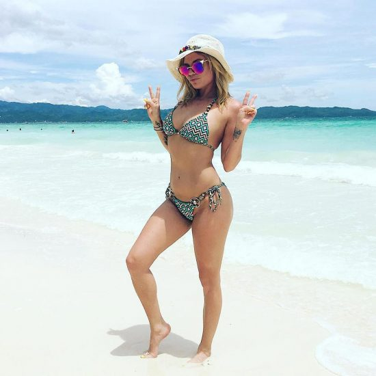 Chanel West Coast sexy in bikini