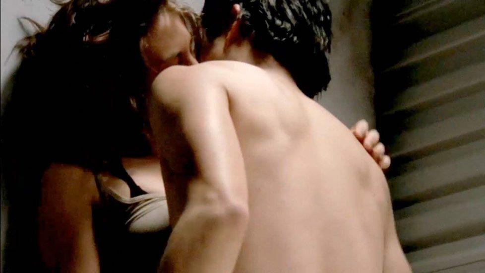 Lauren Cohan hot kissing the man