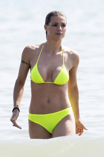 Michelle Hunziker NUDE & Topless Pics And Sex Scene 27