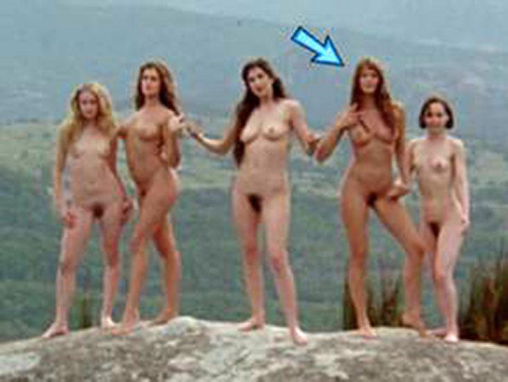 Elle Macpherson Nude and Lesbian Sex Scenes 16