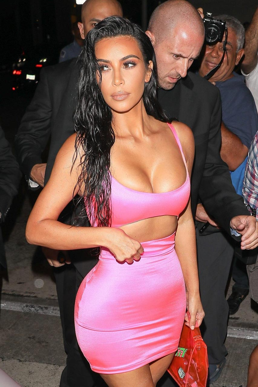 Party Outfit Sommer : kim kardashian hot pink dress for kylie 39 s birthday party scandal planet ~ Yuntae.com Dekorationen Ideen