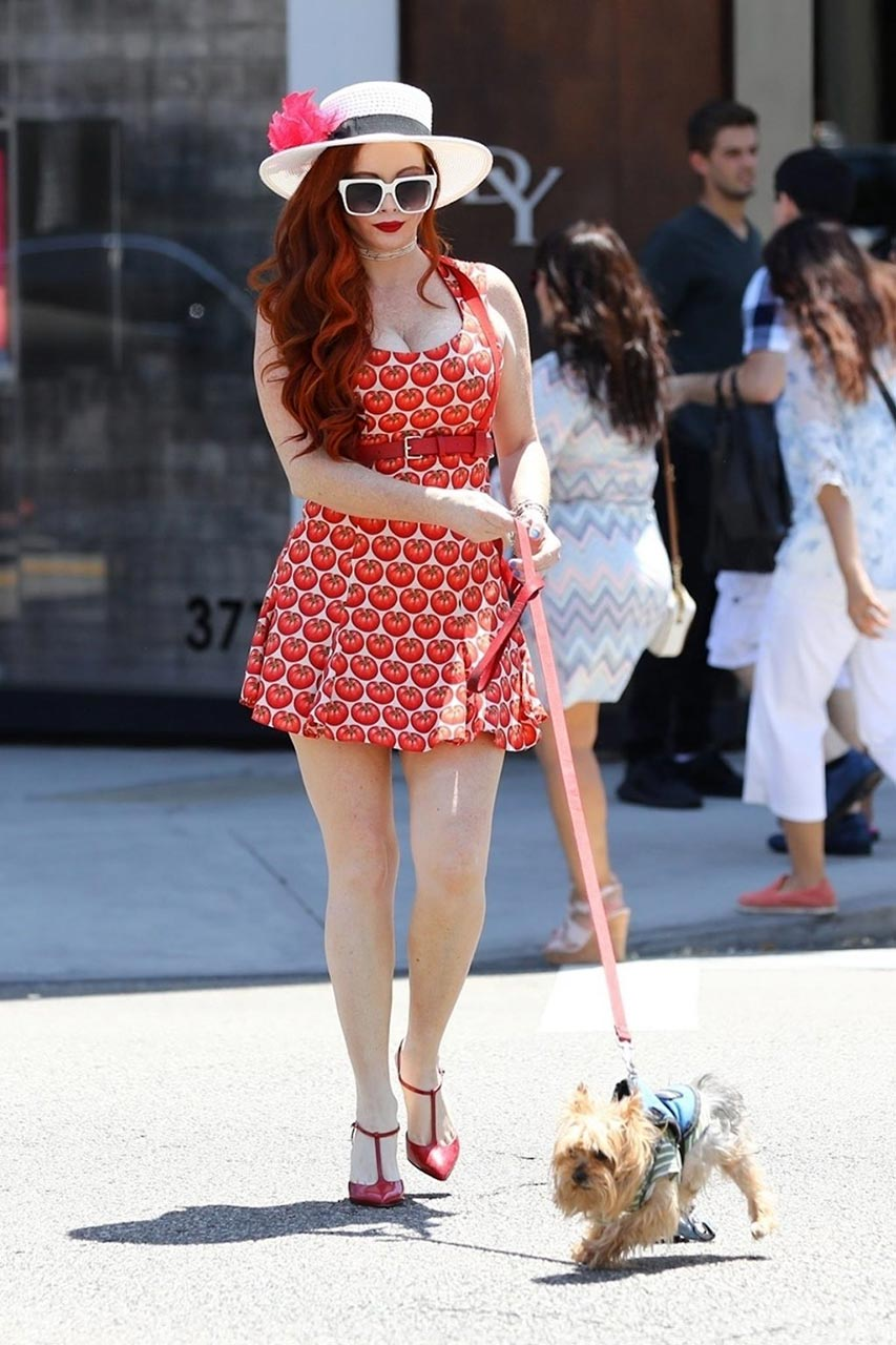 Redhead Whore Phoebe Price Ass Flash While Upskirt