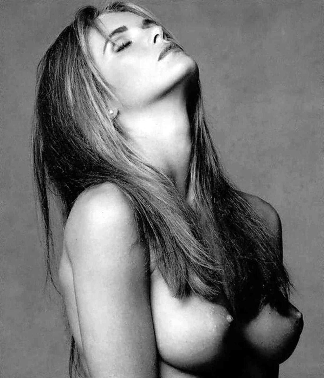 Elle macpherson black and white nudes photos 529