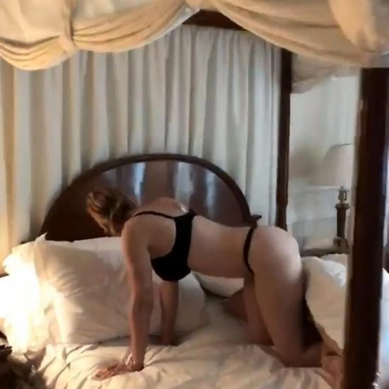 Chelsea Handler Nude LEAKED Pics & Sex Tape 11