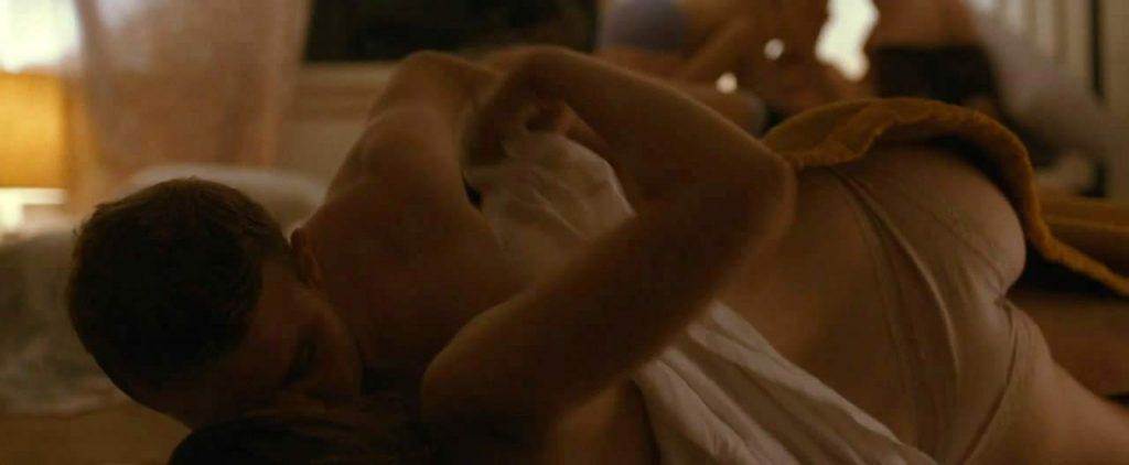 Elizabeth Olsentopless porn scene