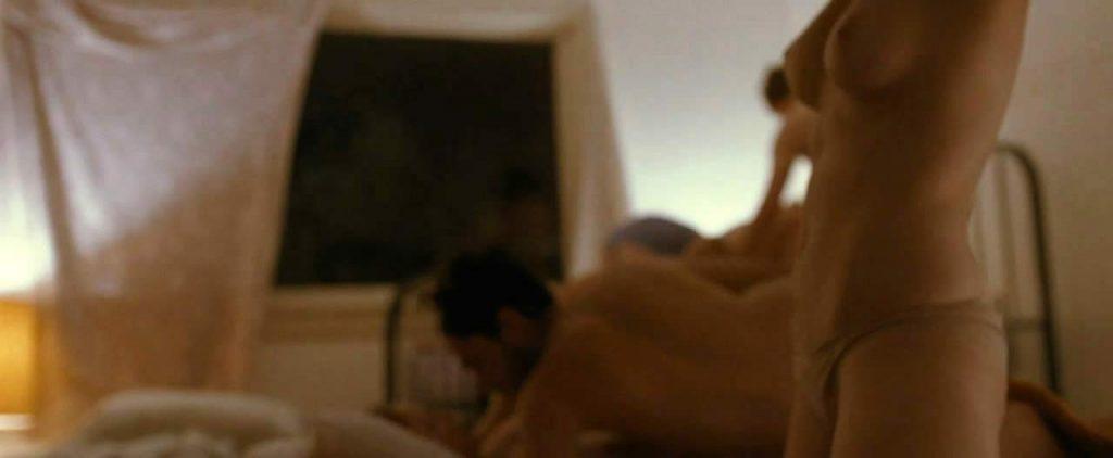 Elizabeth Olsentopless in sex scene
