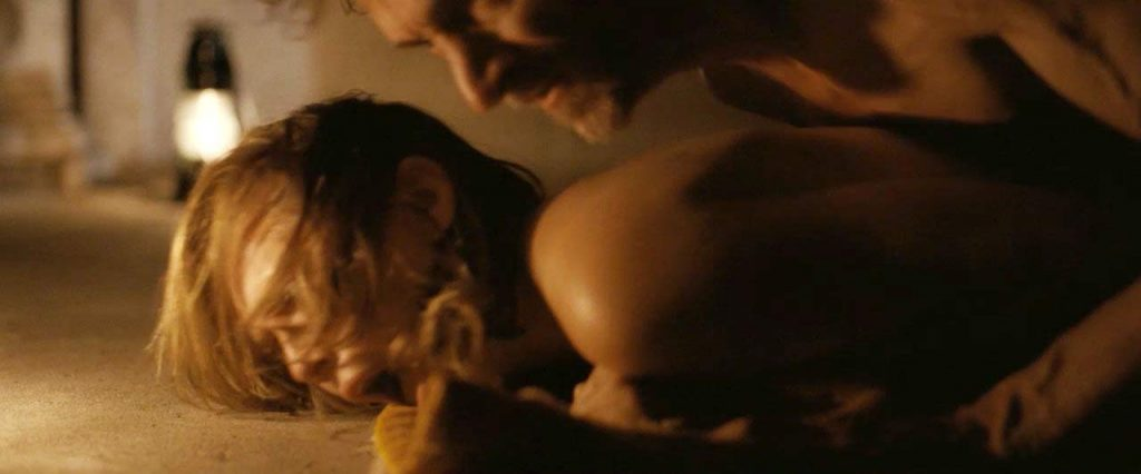 Elizabeth Olsennude in forced porn