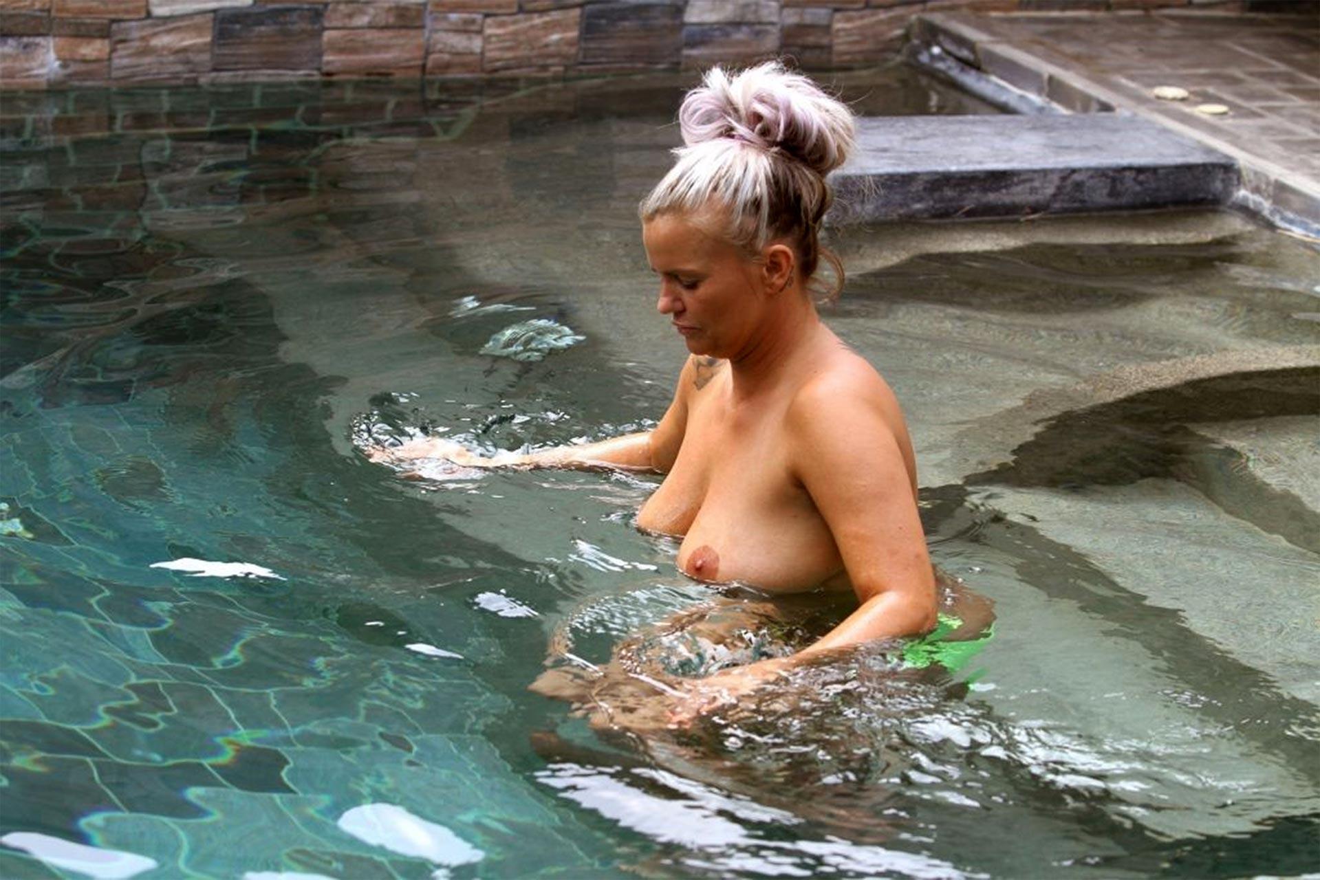 Nicki minaj boob - 3 4