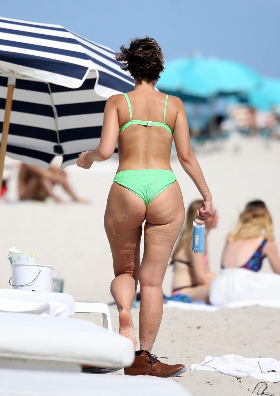 yesjulz ass in bikini natural curves alert scandal