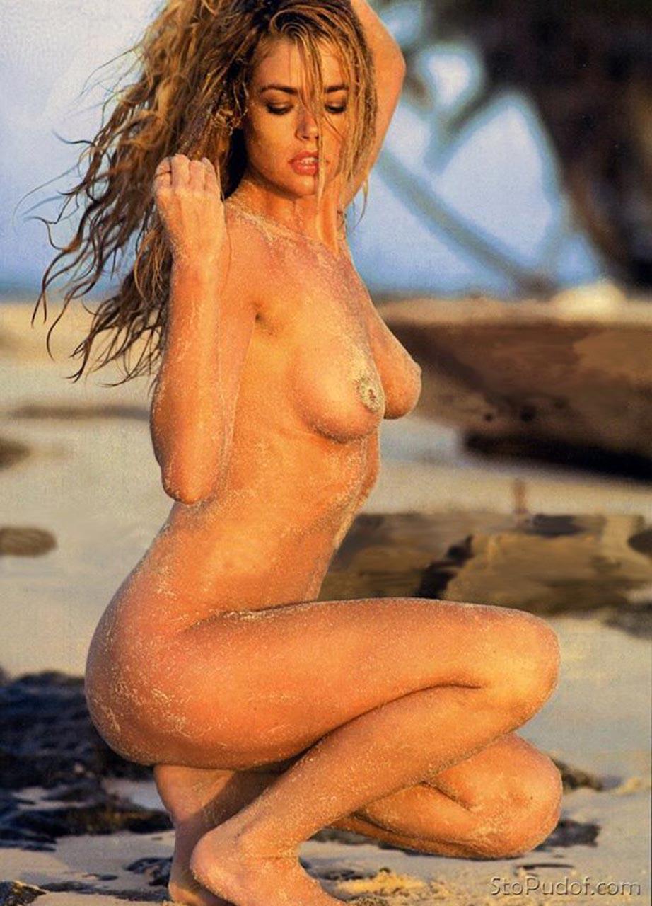 Jennifer aniston nude show her vagina