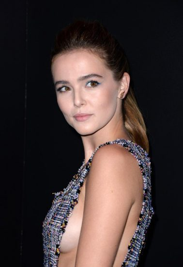 Zoey Deutch Nude & Sexy Pics And Topless Sex Scenes 16