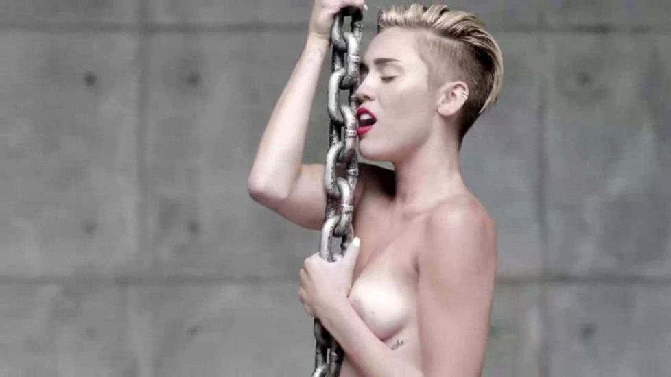 Miley Cyrus naked breasts
