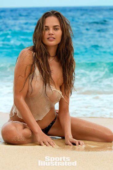 Chrissy Teigen boobs fro si