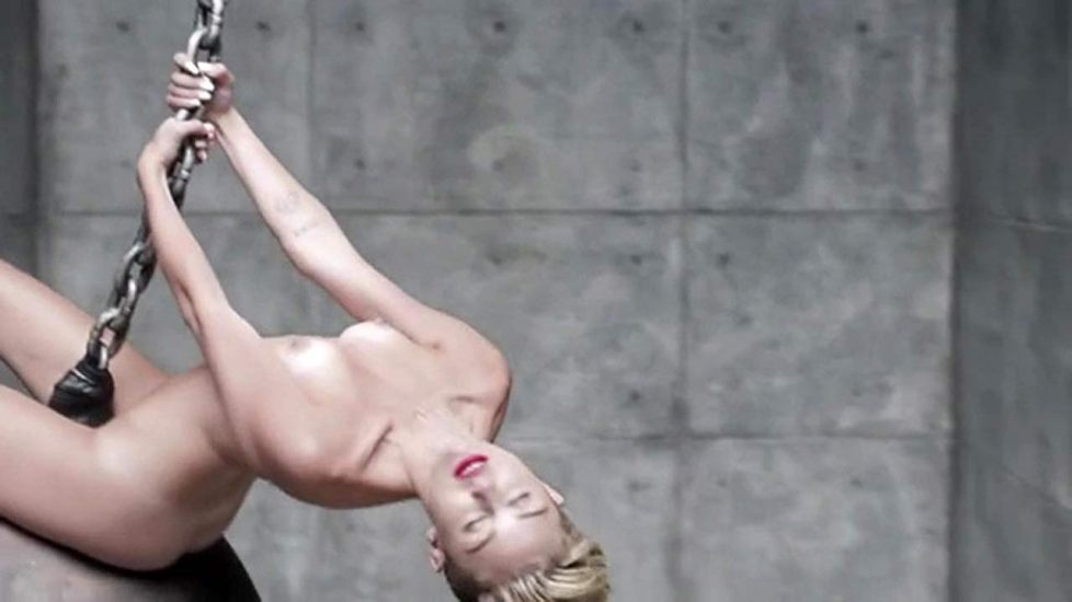 Miley Cyrus boobs in wrecking ball