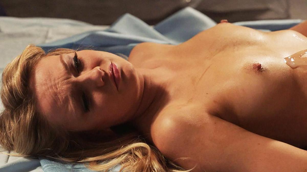 Emily nackt Meade Emily Deschanel