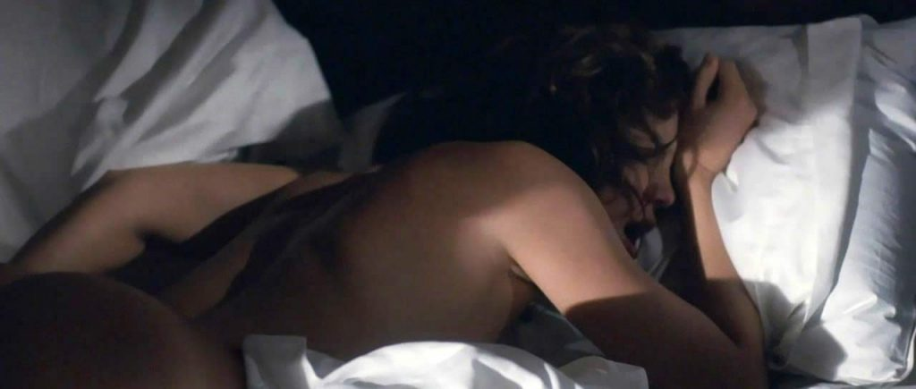 Kate Hudson nude ass in bed