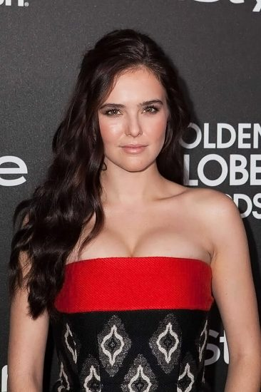 Zoey Deutch Nude & Sexy Pics And Topless Sex Scenes 77