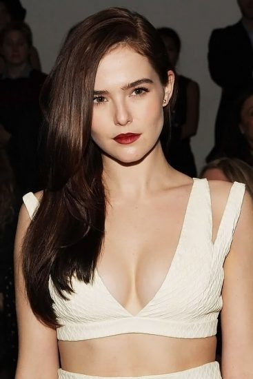 Zoey Deutch Nude & Sexy Pics And Topless Sex Scenes 76