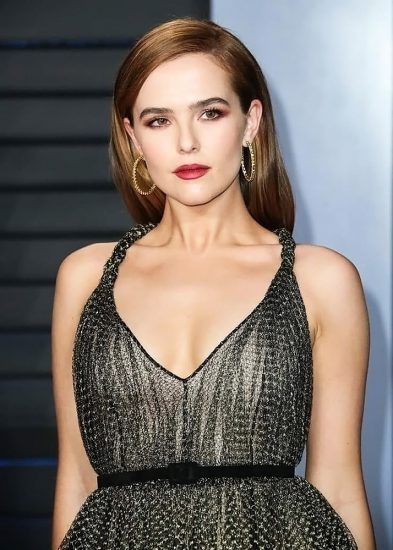 Zoey Deutch Nude & Sexy Pics And Topless Sex Scenes 75
