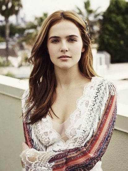 Zoey Deutch Nude & Sexy Pics And Topless Sex Scenes 59