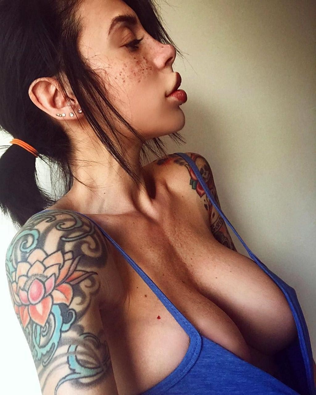 braless Pussy Alexis Mucci naked photo 2017