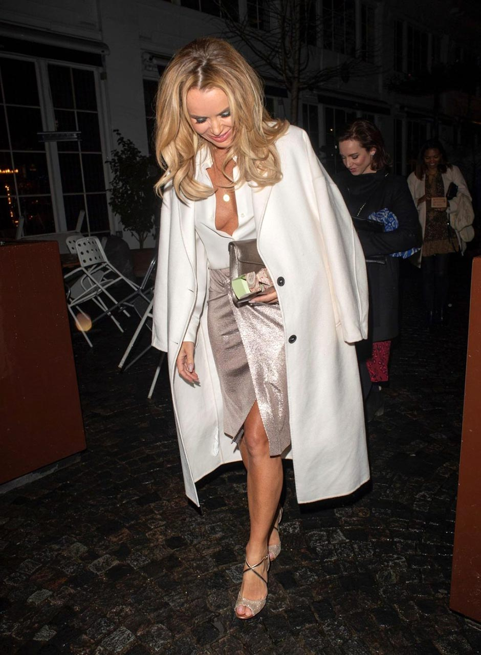 Amanda Holden Sex Video amanda holden naked tits flash while braless - scandal planet