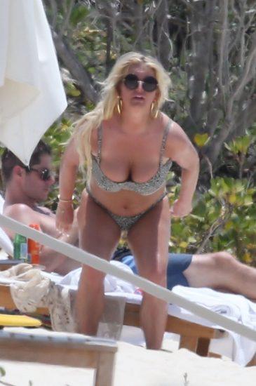 Jessica Simpson big tits in bikini