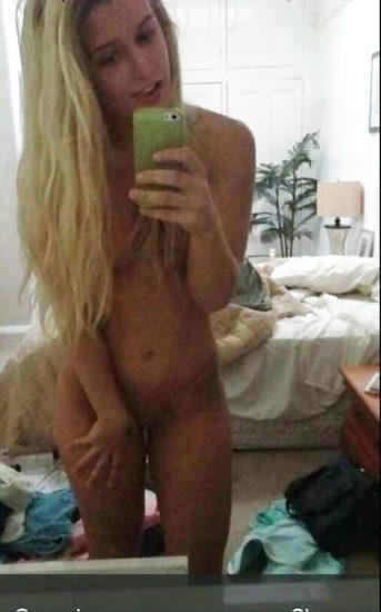 Toni Storm nude leaked selfie