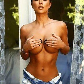Arianny Celeste holding tits
