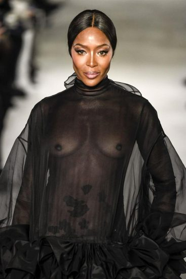 Naomi Campbell NUDE Pics & Topless Sexy Images Collection 59