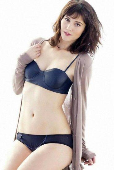 Mary Elizabeth Winstead lingerie