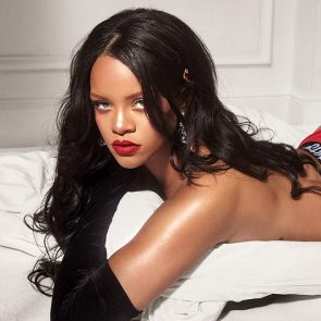 Rihanna ot in the bed