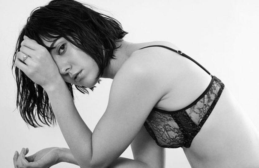 Mary Elizabeth Winstead nude boobs in see thru