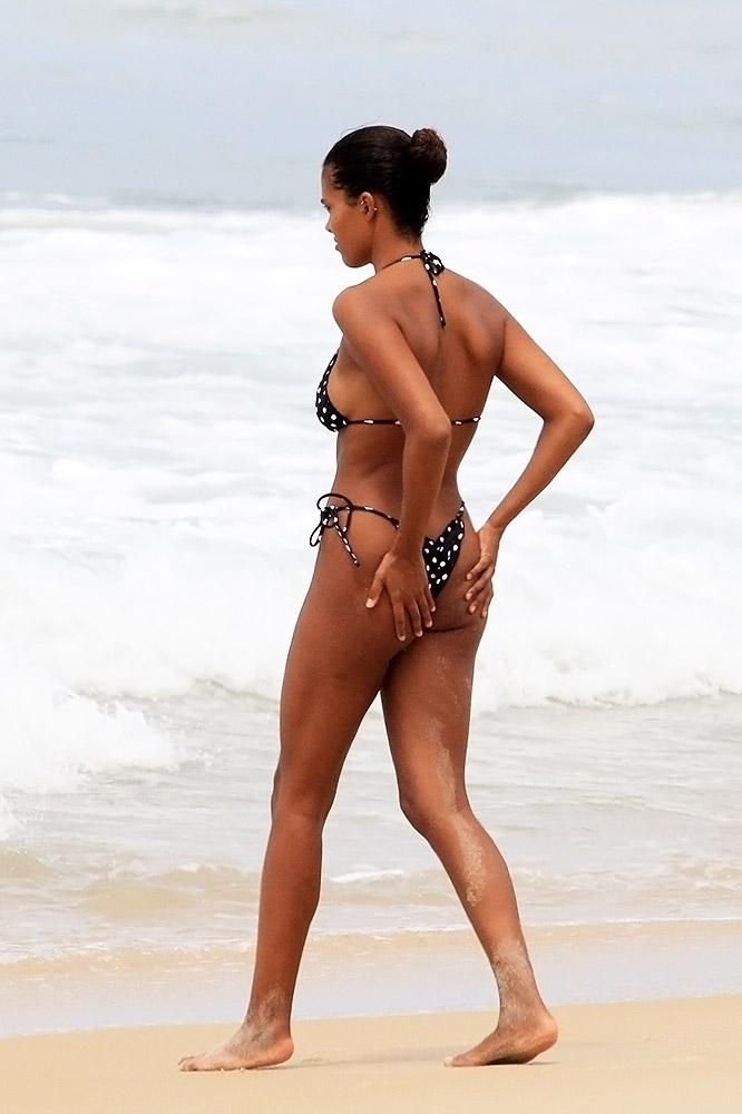 yellow bikini alba Jessica