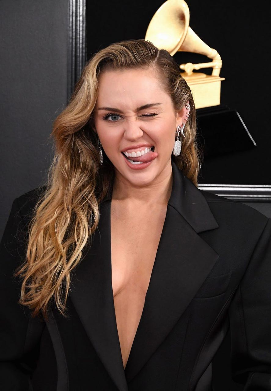 Glastonbury 2019 Miley Cyrus puts on a VERY raunchy show in festival debut