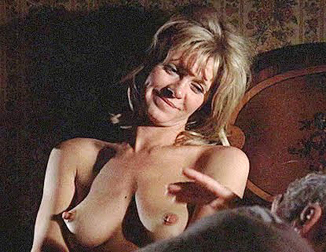 Nancy travis nude pics