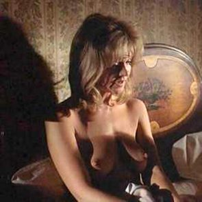 Nancy travis topless