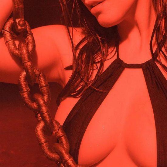 Meg Turney nude tits
