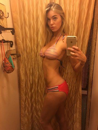 Elizabeth Turner bikini mirror selfie