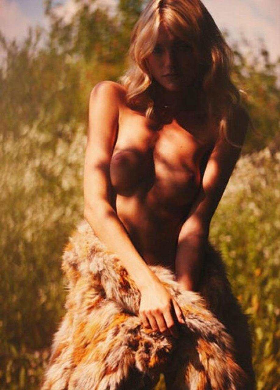 Video of erotic photo hunt