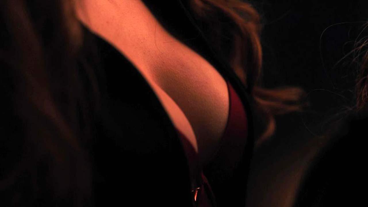 Madelaine Petsch Vanessa Morgan Lesbian Scene From Riverdale