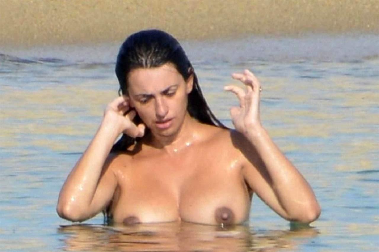 Nude photos of penelope cruz