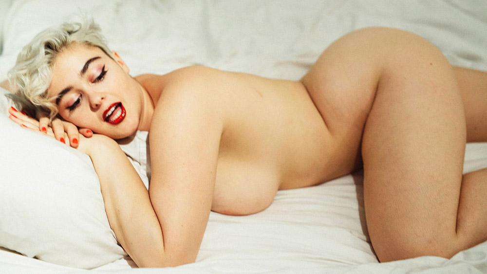 Stefania Ferrario Nude & Lesbian Pics And LEAKED Porn 3
