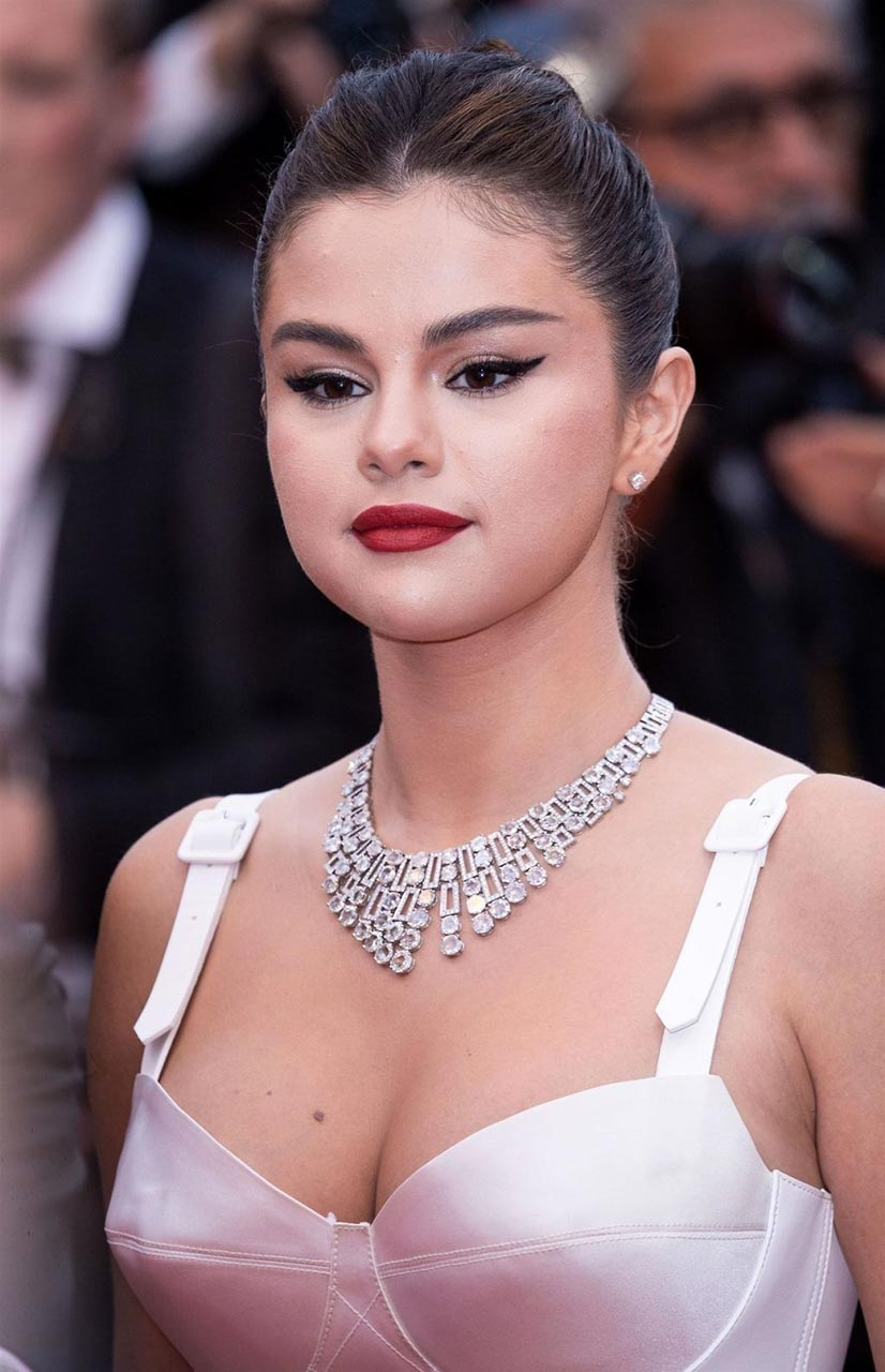 Selena Gomez Has Used Too Much Hyaluron Scandal Planet