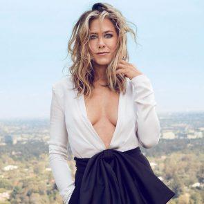 Jennifer Aniston hot cleavage
