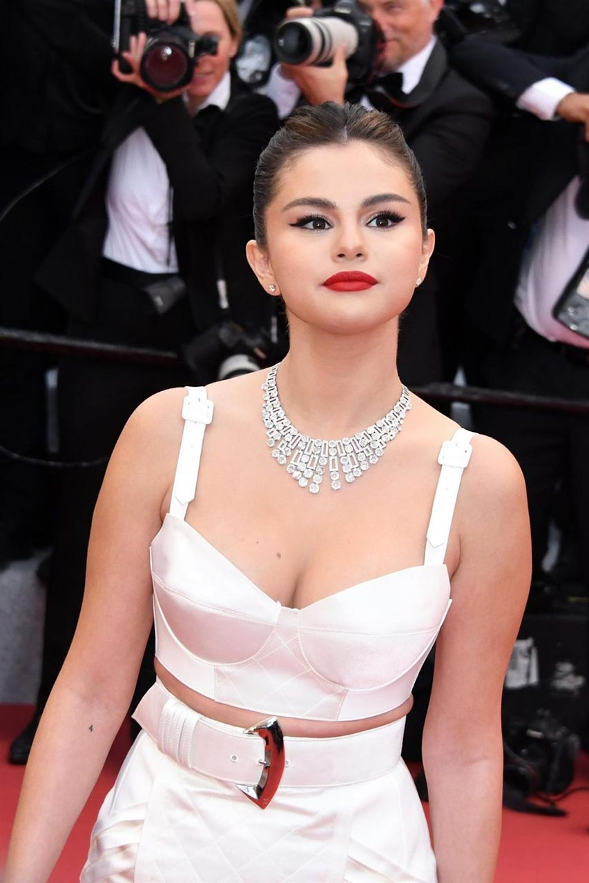 Selena Gomez Has Used Too Much Hyaluron - Scandal Planet