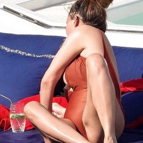 Chrissy Teigen pretty feet